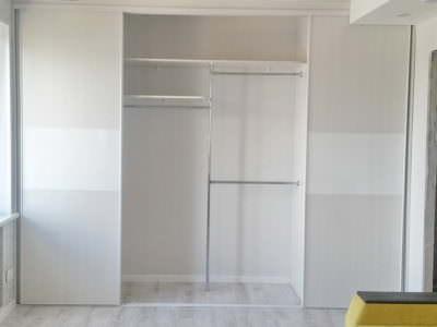 Шкаф-Купе Встроенный в Нишу в Белом Исполнении